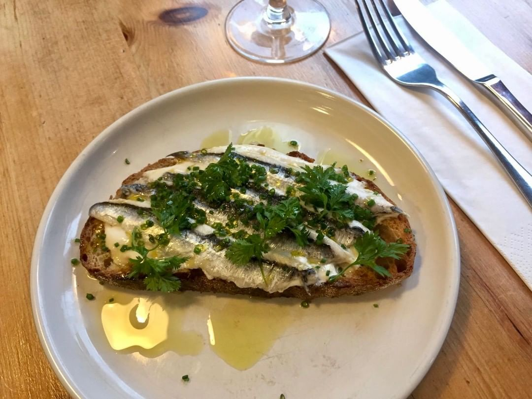 When is an anchovy a boquerone? Anchovies are generally cured and packed in salt while boquerones are left whole or filleted and marinated in vinegar and stored in olive oil. Here is our version served with homemade horseradish on Bertinet sourdough toast. #richardbertinet #bertinetbakery #batheats #waitroseweekend #richardbertinet