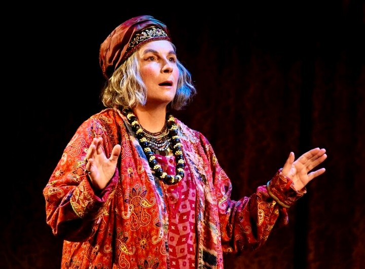 Planning to see the wonderful Jennifer Saunders in Blithe Spirit at the Royal next week? It lasts 2.5 hours so sustenance is a must. Set yourself up with a pre-matinée or pre-evening performance bite with us. Our set menu is quick and delicious. Available Wed-Fri 12-2.30 pm and Mon-Fri 5.30-6.30 pm.#theatreroyalbath1805#jennifersaunders