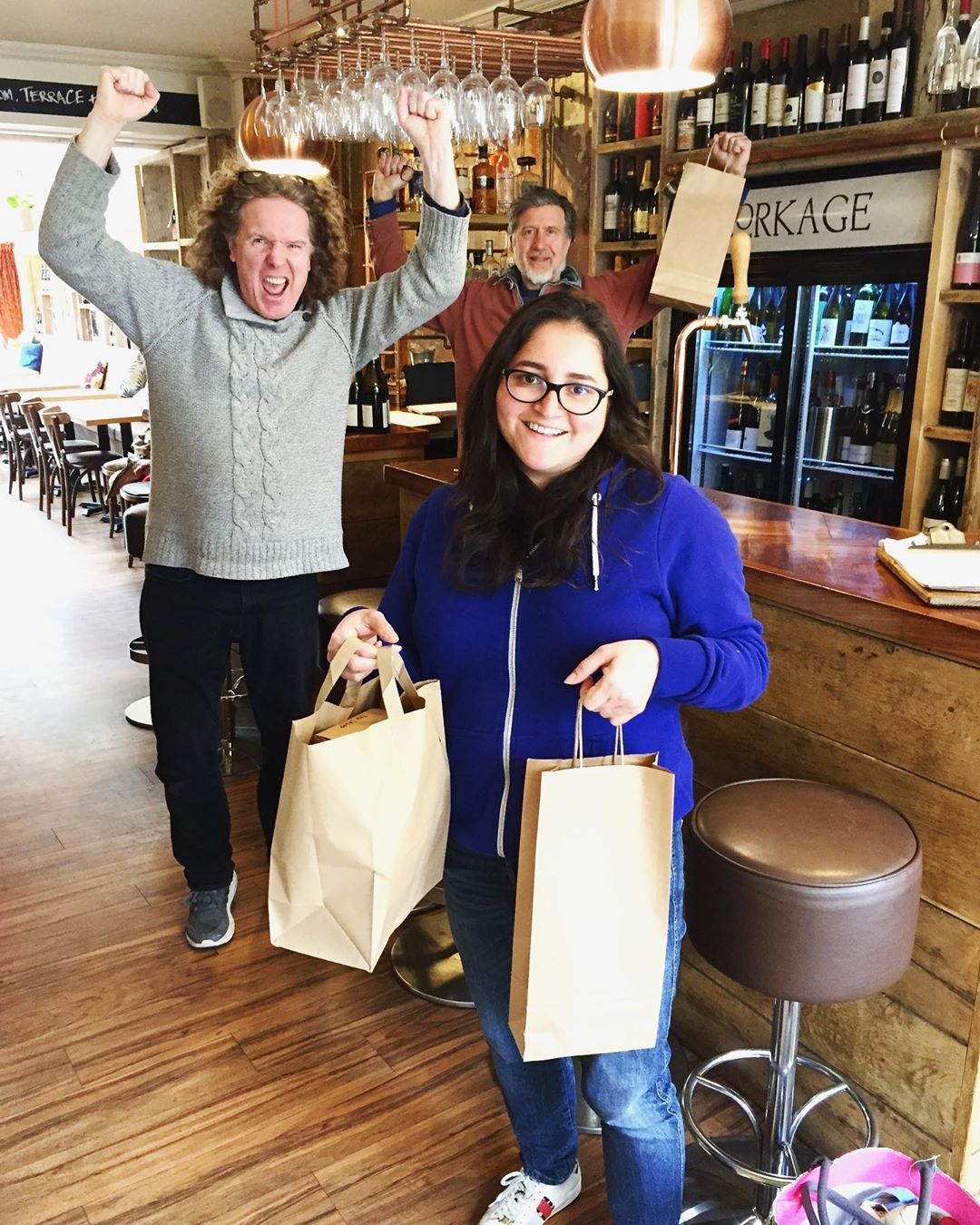 Our first lunch takeaway today!! Finished off with some off sale wine. Thank you so much for your support, it's means so much. ❤️🍷 #supportlocal @keepingbathafloat